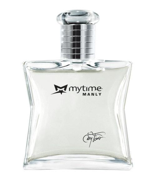 """Ca sĩ Mỹ Tâm với nước hoa """"Mytime""""."""