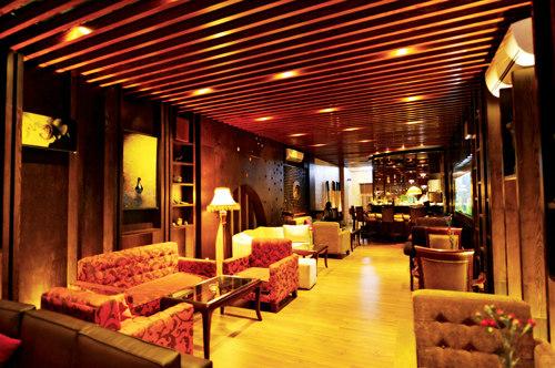 Ngắm quán cafe hoành tráng của ca sĩ Mỹ Tâm